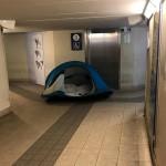tenda in stazione lecco-2